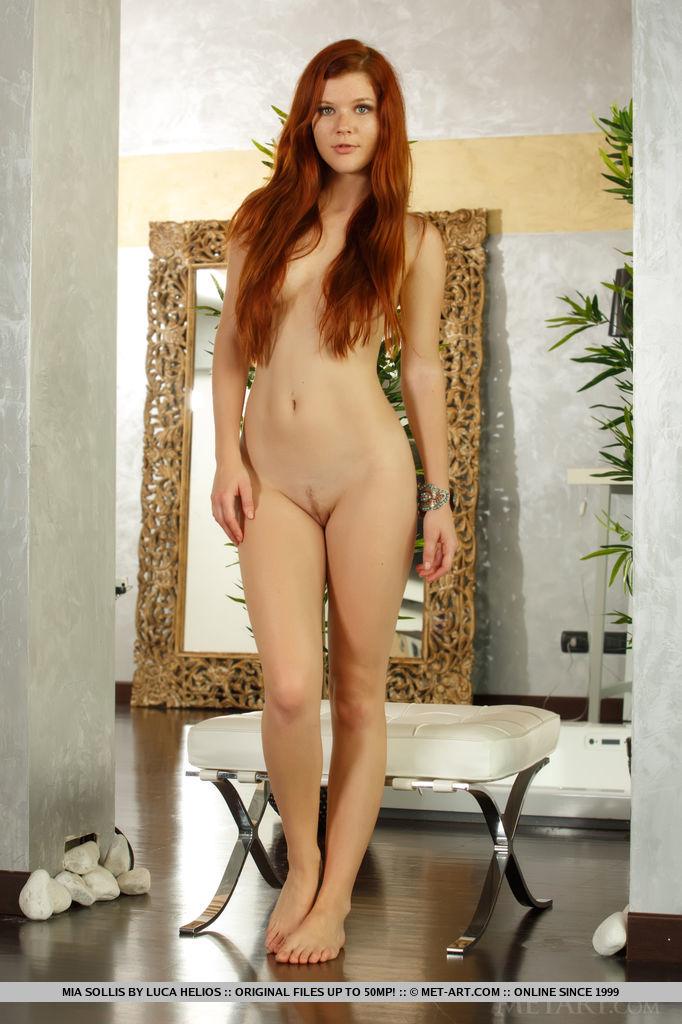 Redhead sollis gorgeous mia
